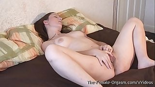 Huge Pussy Lips Femorg Babe Vibes her Bean to Orgasm with Intense Pulsating Contractions