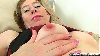 British milf Sexy P peels off her rosebutt